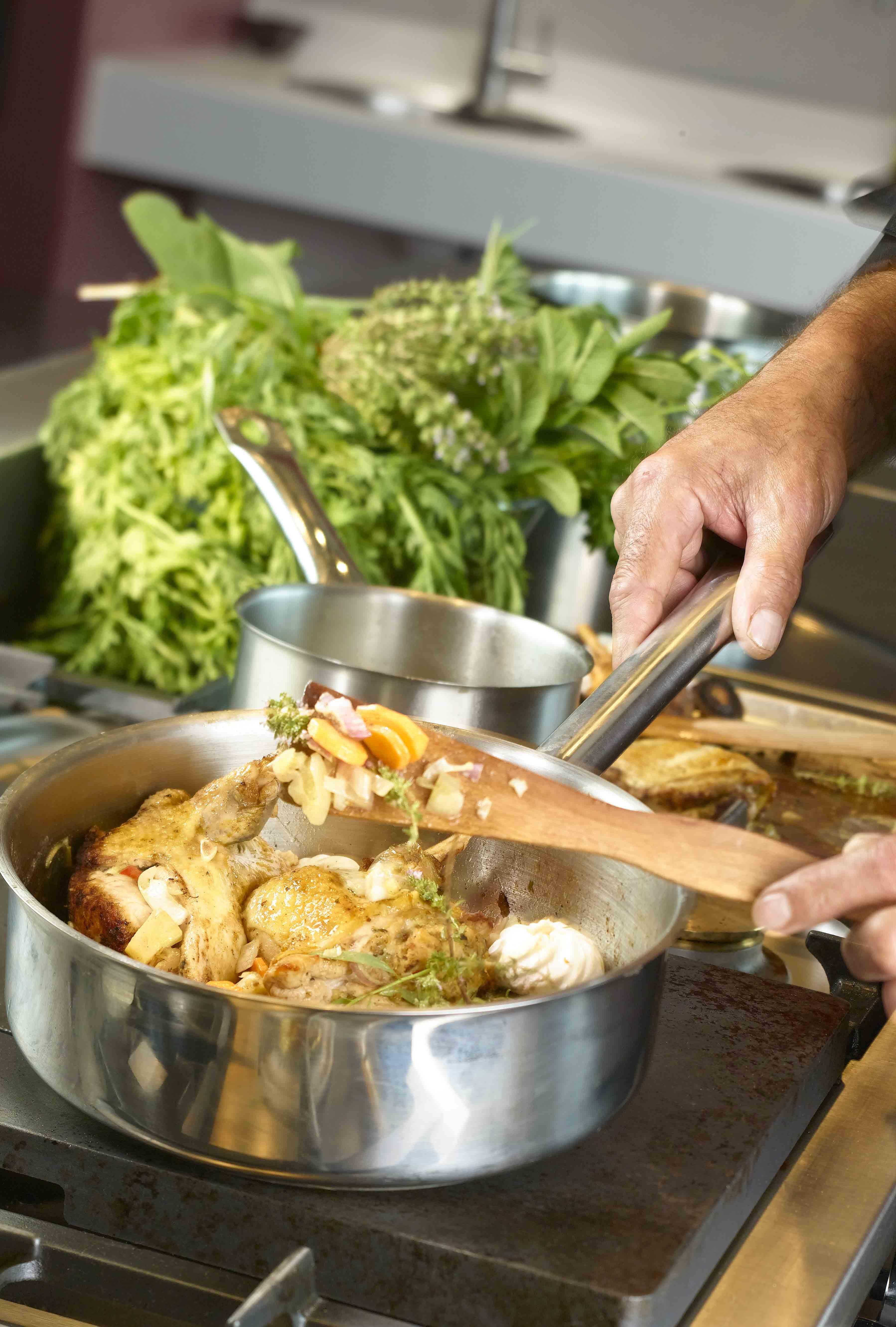 cours de cuisine caen exemple de cours de cuisine chef du jour ou cuisinier press du djeuner. Black Bedroom Furniture Sets. Home Design Ideas